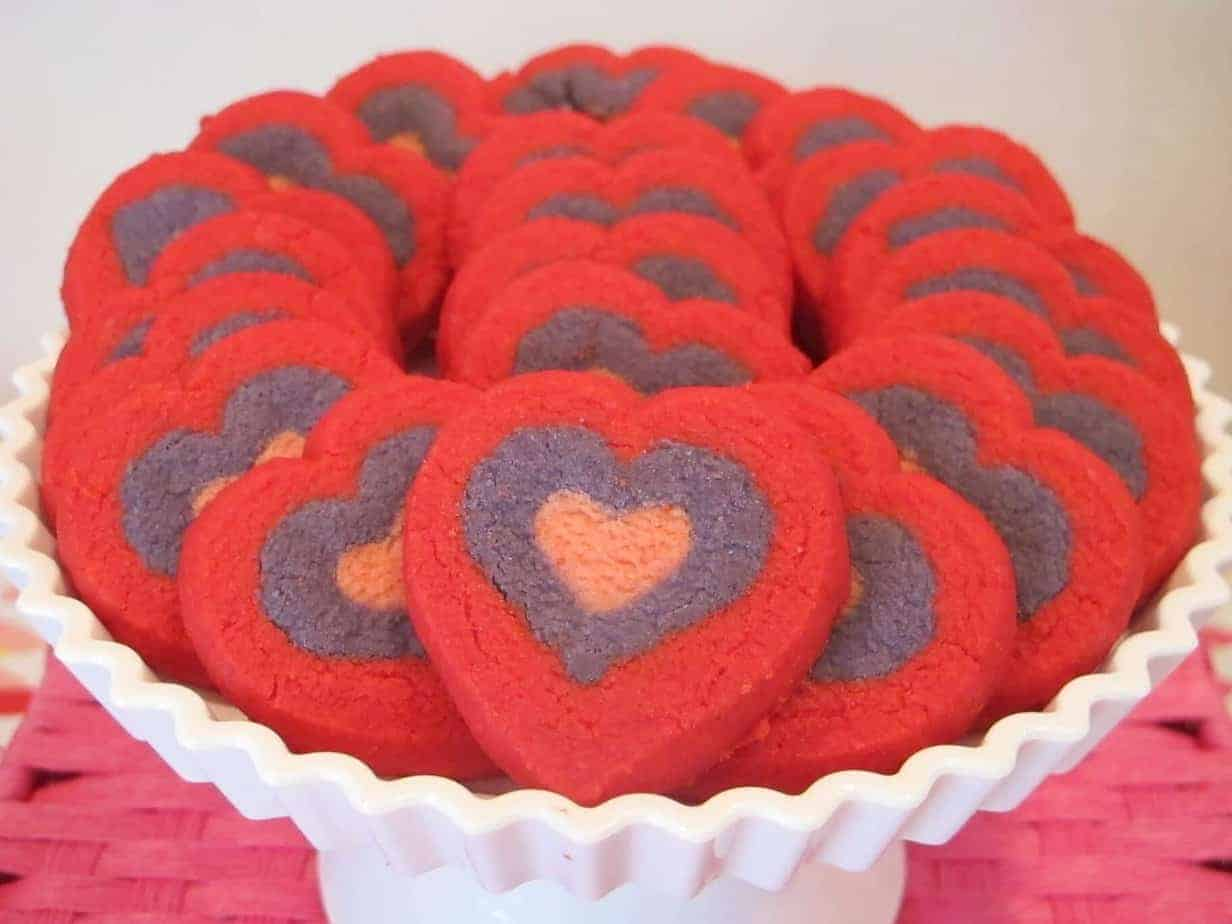 heart baby shower | Valentines Baby Shower | Fun DIY February Baby Shower | Heart Baby Shower | www.madewithhAPPY.com