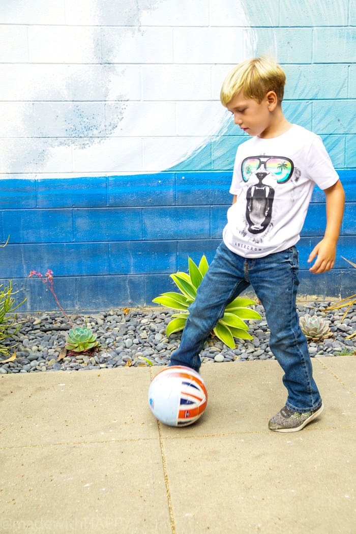 Back to school clothes for your sporty kid. Looking for affordable and trendy back to school fashion, then look no further. We're sharing our HAPPY new favorite back to school fashion brand Abercrombie Kids. Back to school clothes for kids.