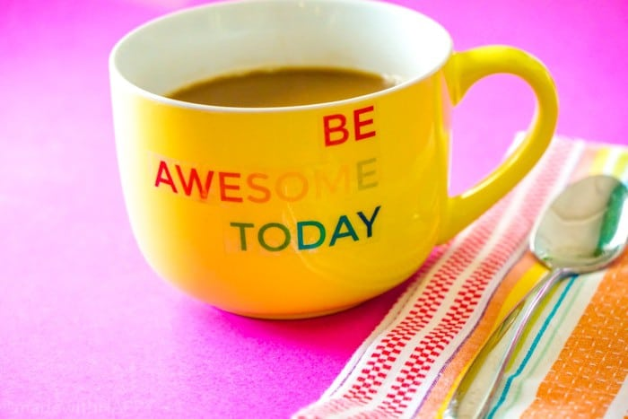 Looking for a simple gift for the holidays, teachers gifts, or just because? We're sharing this fun and super simple DIY Be Awesome Today Coffee Cup Design.