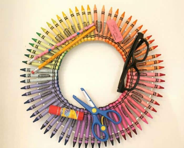 Back to School Crayon Wreath | Busy Being Jennifer| www.madewithHAPPY.com