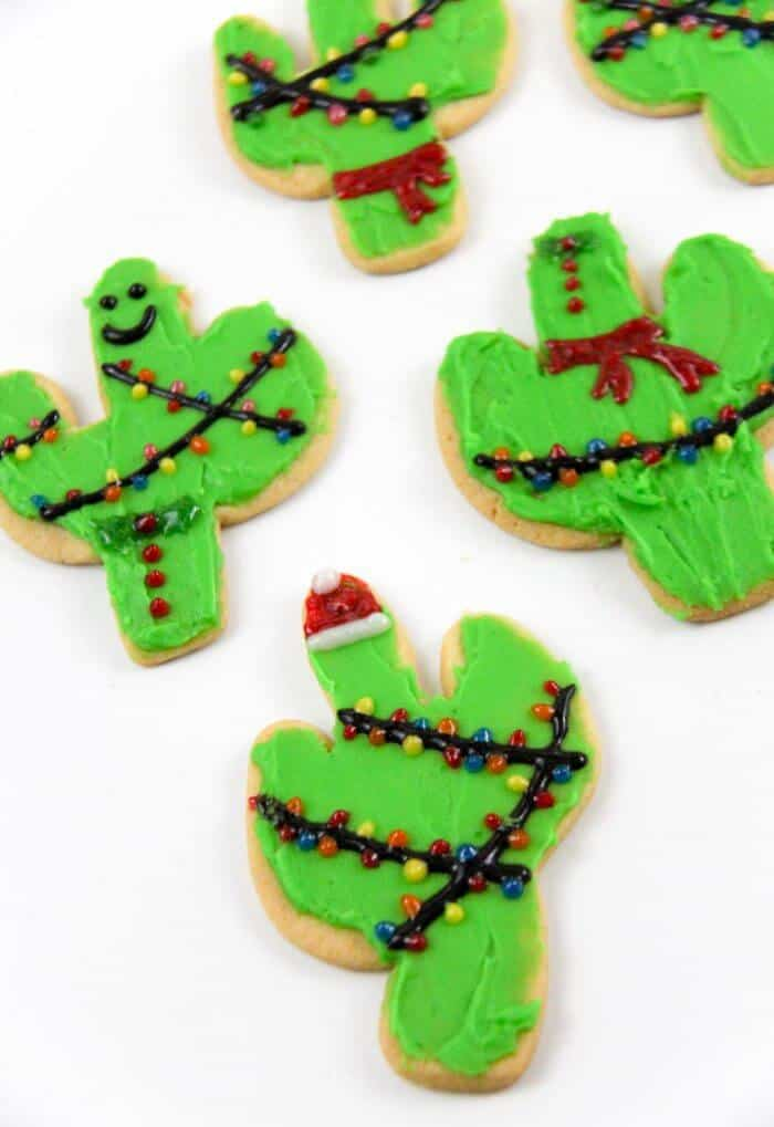 Christmas Cactus Cookies | Cactus Cookie Cutter | Christmas tree cookies | Christmas cookie exchange | www.madewithhappy.com