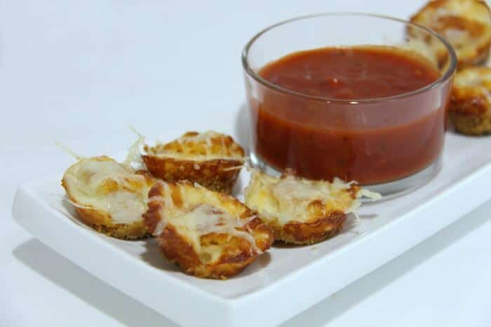 Chicken Parmesan Bites   These appetizers are hearty and delicious and are super easy to make.   Quick and easy holiday appetizer ideas   www.madewithHAPPY.com