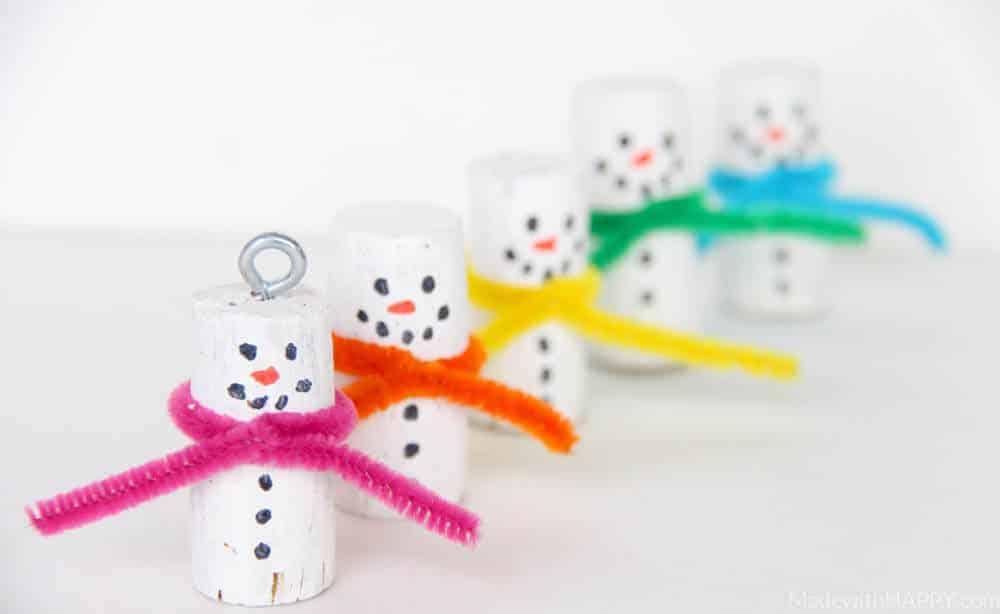 Cork Snowman Ornaments | Kids Snowman Crafts | Christmas Cork Crafts | Snowman Kids Crafts | Kids Cork Crafts | Winter Crafts for Kids | www.madewithhappy.com