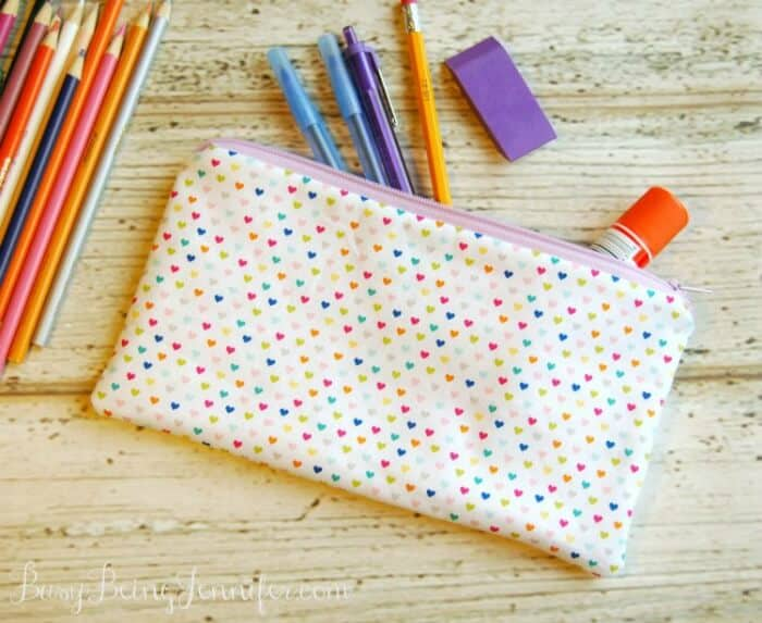 DIY Pencil Case | Busy Being Jennifer| www.madewithHAPPY.com