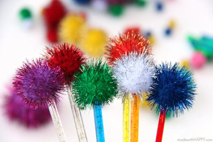 DIY Pom Pom Drink Sticks | Drink Stirrers | Cocktail Bling | Styling a Cocktail | DIY Pom Pom Sticks | Pom Pom Bouquet | www.madewithHAPPY.com