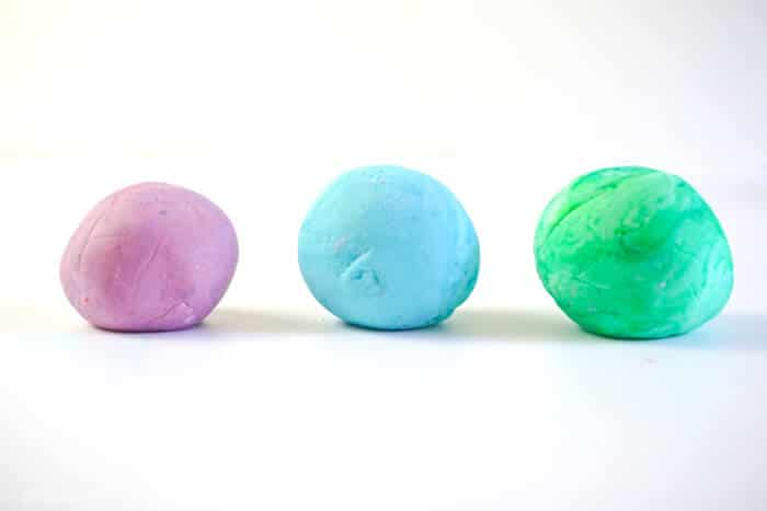 With just two simple ingredients, DIY silly putty is fun to make. Who needs to make slime when you can make DIY Silly Putty