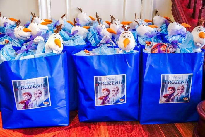Frozen 2 Goodie Bags. Dole Fall Blogger Summit Featuring Disney's Frozen 2. Frozen movie themed food ideas. Dole Recipe Ideas.