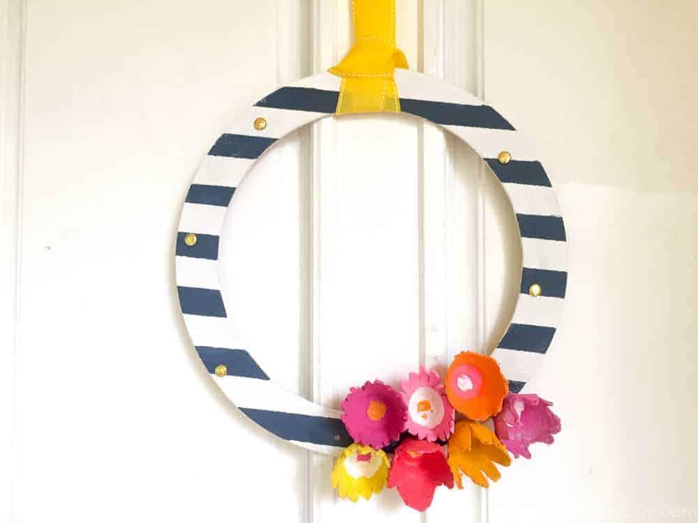 Summer Wreath | Flower Wreaths | Egg Carton Crafts | Summer Craft Ideas | Kids Crafts with Egg cartons | www.madewithhappy.com