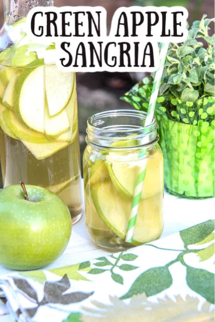 apple sangria cocktail