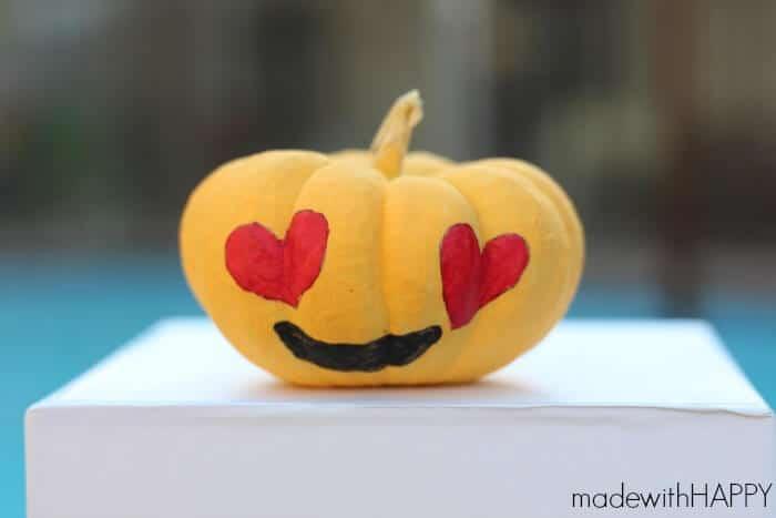 HAPPY-emoji-pumpkin