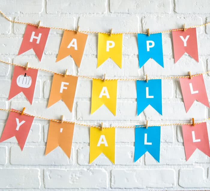 Happy Fall Yall Sign. Free Printable Banner to decorate with for Fall. HAPPY FALL sign perfect with any colorful decorations
