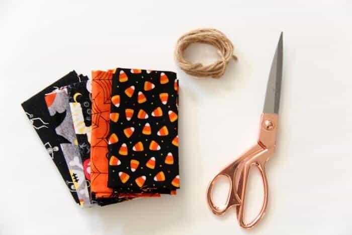 Simple Fabric Garland | Halloween Decoration Garland | Halloween Fabric | Cheap Halloween Decorations | www.madewithhappy.com