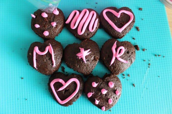 Easy Cupcake Top Heart Treats | Valentines Dessert Ideas | Heart Cupcakes | www.madewithhappy.com