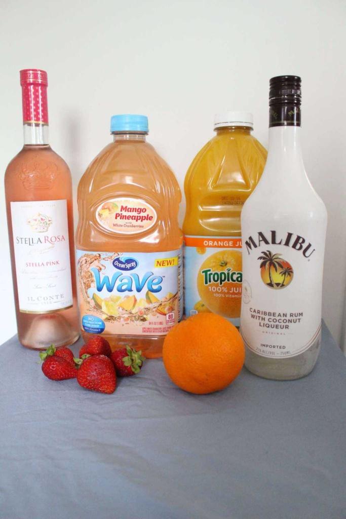 Tropical Pink Sangria | Wine Cocktail | Pink Rosa Wine Cocktail | Rum Sangria | www.madewithhappy.com