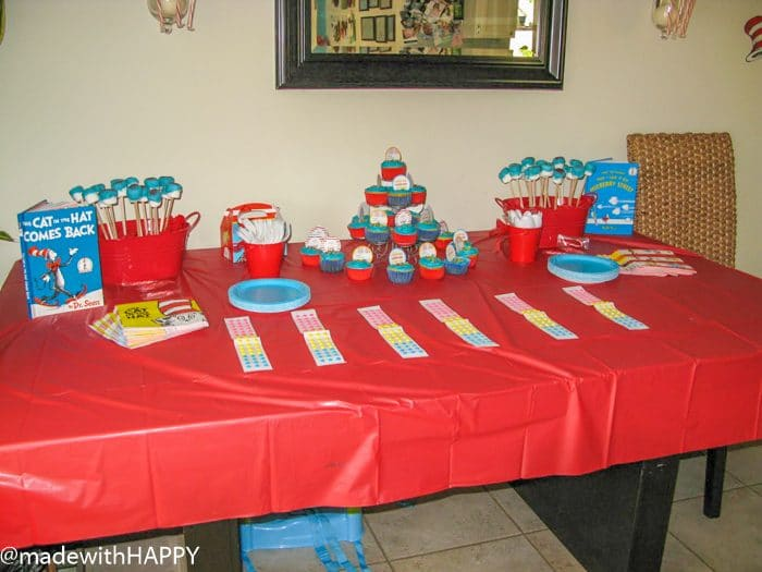 Dr Seuss Birthday Party for a two year old. Fun Decoration ideas for a Dr. Seuss birthday party. Dr. Seuss Party Ideas. Dr. Seuss Party Supplies