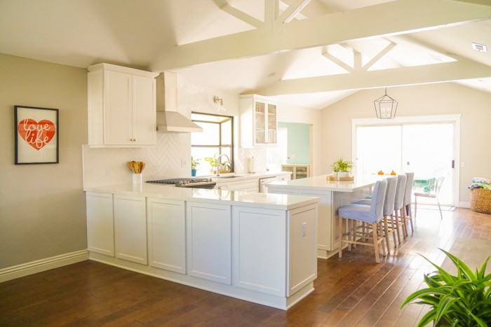 Open Concept White Kitchen. Kitchen renovation. Classic White Kitchen, Modern Farmhouse Style Kitchen. All White Kitchen.