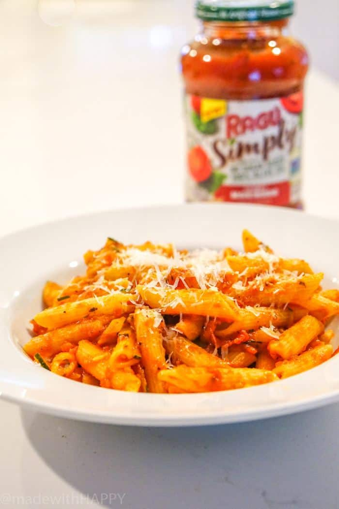 Simple Vegetarian Pasta Dish. Easy Healthy Vegetarian Dinner. Weeknight dinner ideas for busy families. Simple pasta dishes with delicious Pasta Sauce recipe. Penne pasta dish. Healthy recipe.