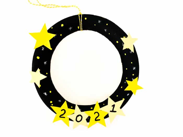 t;he finished star wreath