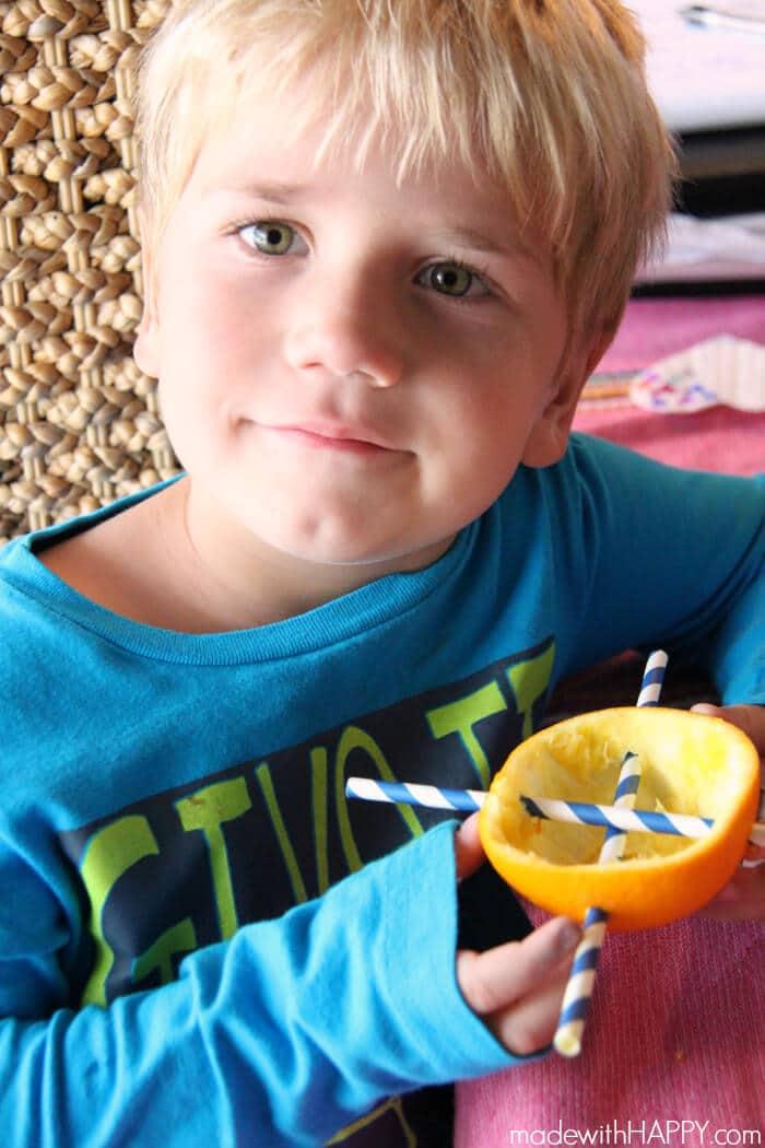 Orange Bird Feeder | Making a bird feeder out of an orange | Kids Bird Feeders | Kids Summer Activities | www.madewithHAPPY.com