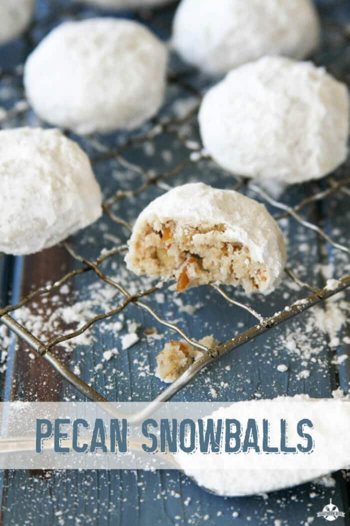 Pecan Snowballs - Southern Bites | 20+ Holiday Cookies | Christmas Cookie Recipes | www.madewithHAPPY.com