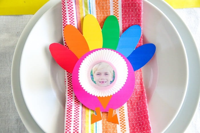 Turkey Place Settings for Thanksgiving. photo turkey craft. Kids Thanksgiving crafts. Thanksgiving crafts fro preschoolers. Thanksgiving crafts with photos. Keeping your kids busy over Thanksgiving.