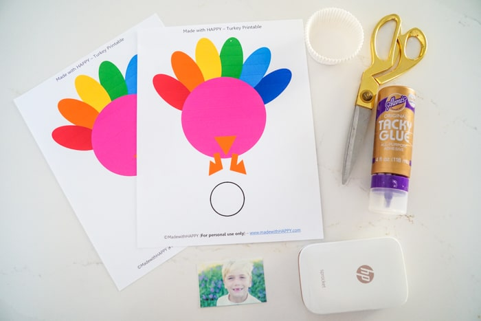 Turkey Craft Supplies. photo turkey craft. Kids Thanksgiving crafts. Thanksgiving crafts fro preschoolers. Thanksgiving crafts with photos. Keeping your kids busy over Thanksgiving.