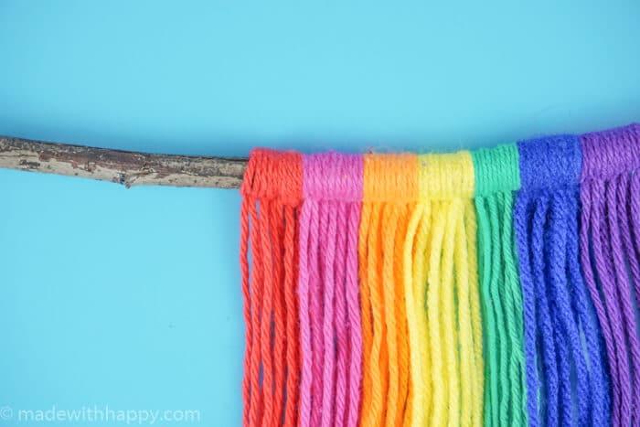 DIY Yarn Wall Hang Tapestry Tutorial. Simple Rainbow Macrame. Colorful Yarn Wall Hanging Tapestry Tutorial. www.madewithhappy.com