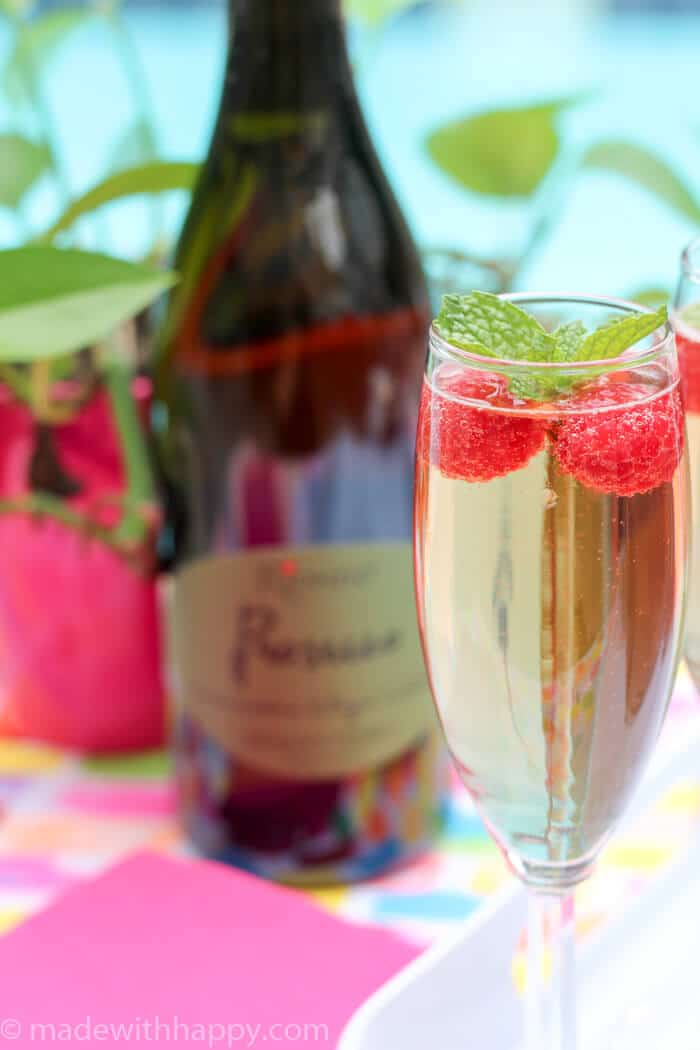Raspberry Prosecco Cocktail | Prosecco Cocktail Recipes | Raspberry Mint Prosecco | Sparkling White Wine Cocktails | www.madewithHAPPY.com