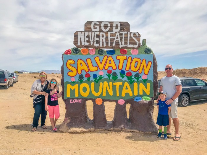 Random stops on road trips like Salvation Mountain. Fun things to do in Phoenix Arizona. Phoenix Arizona Attractions. Spring Break Road Trip from San Diego to Phoenix. Fun Stops from California to Arizona.