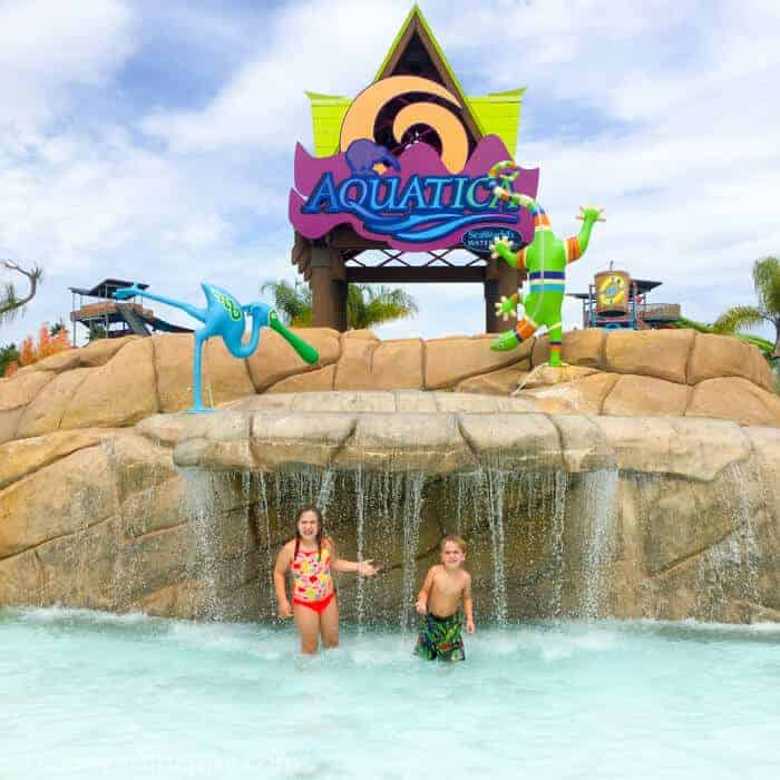 5 Reason to visit Aquatica SeaWorld San Diego as a family. Planning a trip to San Diego as a family. Family Activities in San Diego. Traveling to San Diego as a family. www.madewithhappy.com