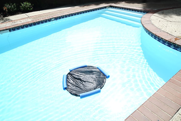 Warm your pool for just a few dollars. Looking for pool warmers that you can make yourself. These DIY pool heaters are easy and inexpensive swimming pool heaters that only cost a few dollars.