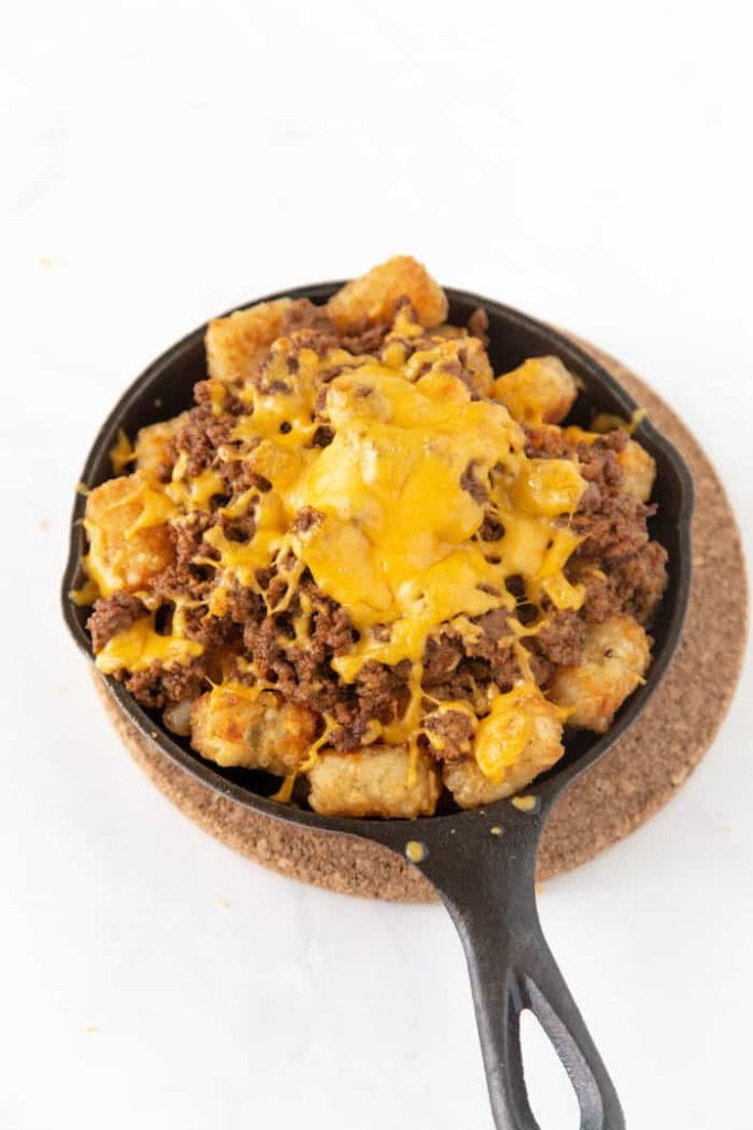 Delicious Totchos. These loaded tater tot nachos recipe is the perfect game day appetizer. We have what is soon to be your favorite totchos recipe loaded with all the fixings.