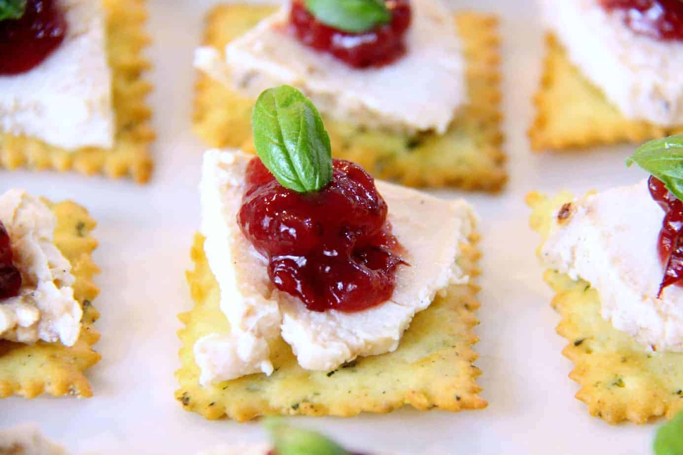 Thanksgiving Leftover Appetizer | Turkey Appetizers | Football Food | www.madewithHAPPY.com