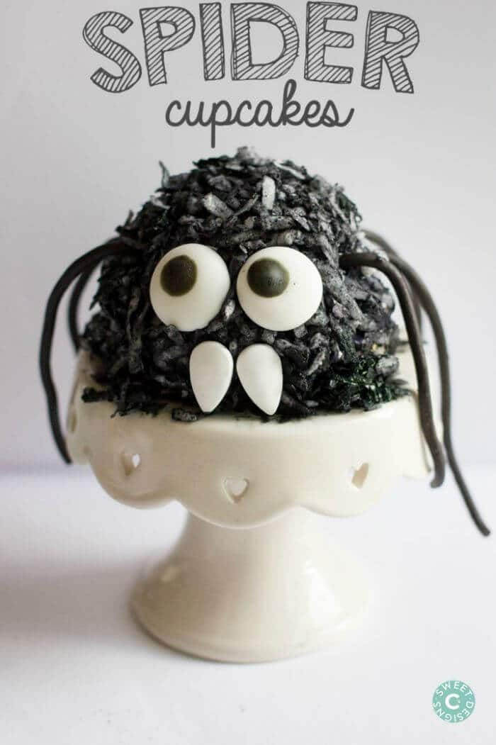 Hairy Spider Cupcakes | 5 Super Fun Fall Foods | Halloween Themed Foods, Fall Flavored Foods | The Handmade Hangout | www.madewithHAPPY.com