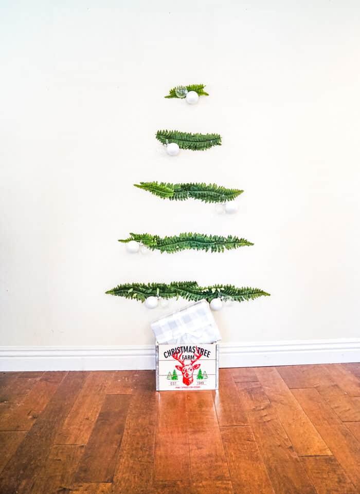 Simple wall tree