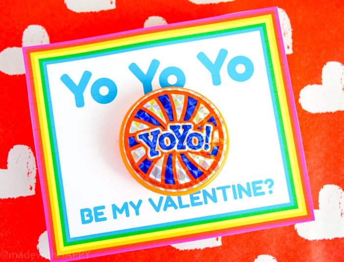 Fun bright colored way to hand out yo-yos to your classmates for Valentines. The are great kids valentines ideas that are non-candy valentines.