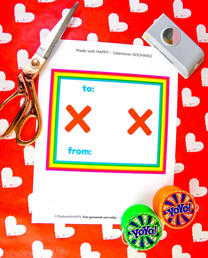 Fun Yo-Yo Valentines Ideas that are bright and colorful and a free valentines printable. XOX Printable Valentines