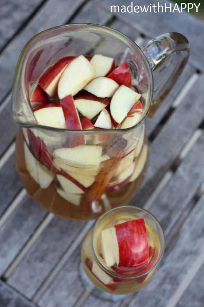Spiced Apple Sangria   Fall Cocktail   www.madewithHAPPY.com