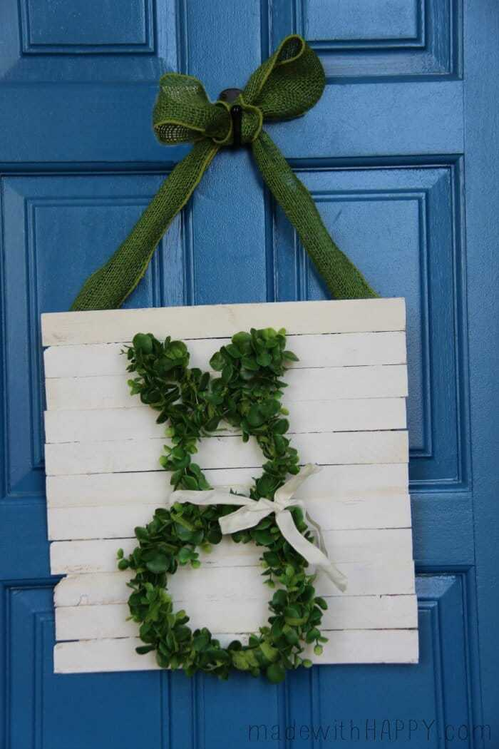Easter Bunny Craft: Boxwood Bunny Door Hanger! #DIY