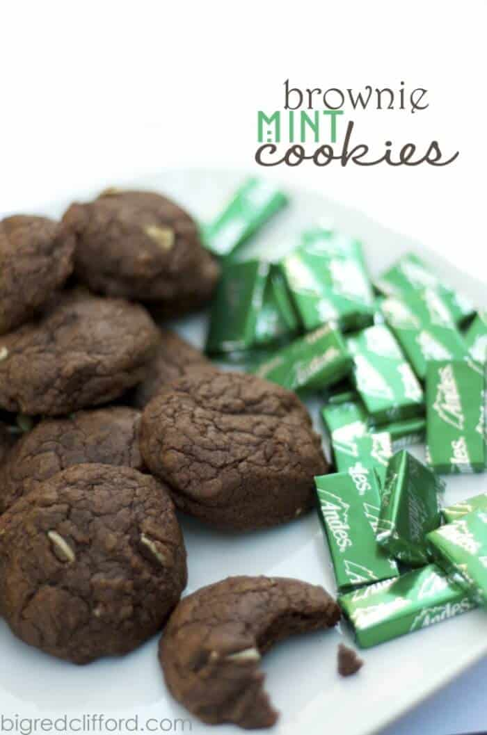 Brownie Mint Cookies | 20+ Holiday Cookies | Christmas Cookie Recipes | www.madewithHAPPY.com