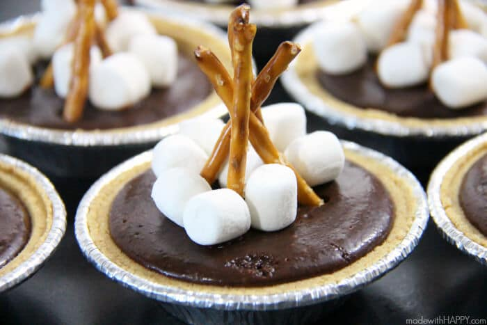 Mini Camfire S'more Pies | S'more desserts | Camping Desserts | Easy No Bake Desserts | Chocolate S'mores | www.madewithhappy.com