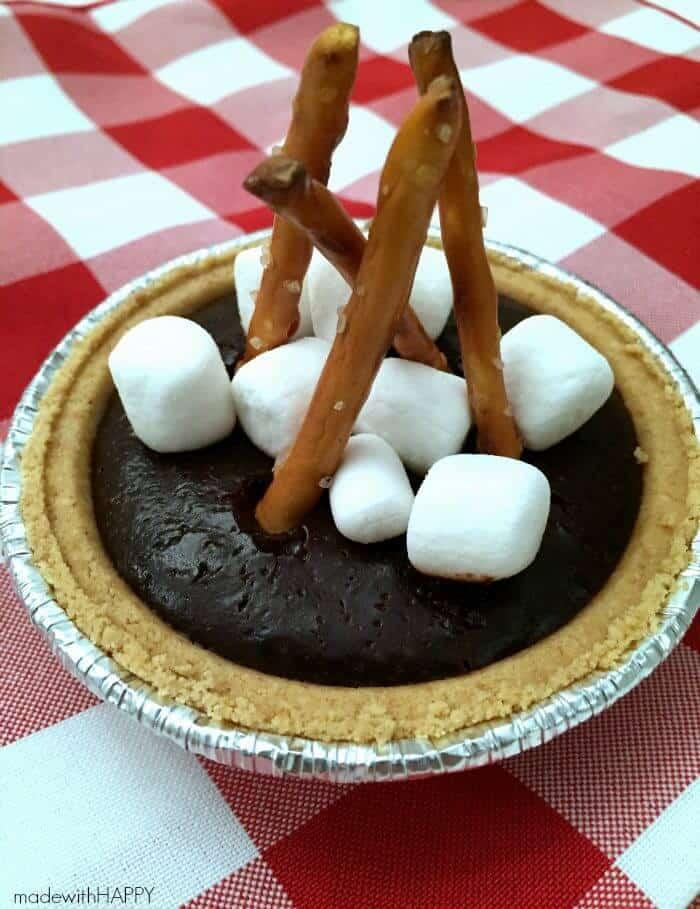 Mini Camfire S'more Pies | S'more desserts | Camping Desserts | Easy No Bake Desserts | Chocolate S'mores | www.madewithhappy.com