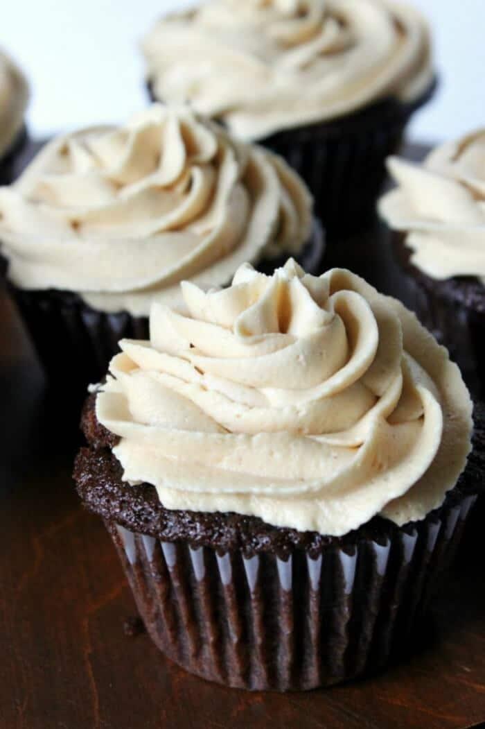 chocolate-cupcakes-1-700