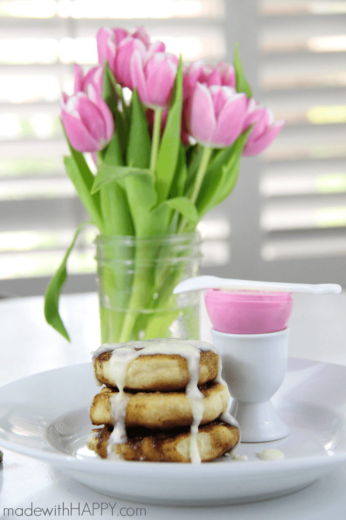 Cinnamon Roll Waffles | Easter Breakfast | Cinnamon Roll with Cream Cheese Icing | www.madewithHAPPY.com