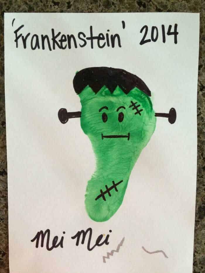Kids Halloween Crafts | Frankenstein Foot Prints | Preschool Kids Crafts | Last minute Halloween Fun! | www.madewithhappy.com