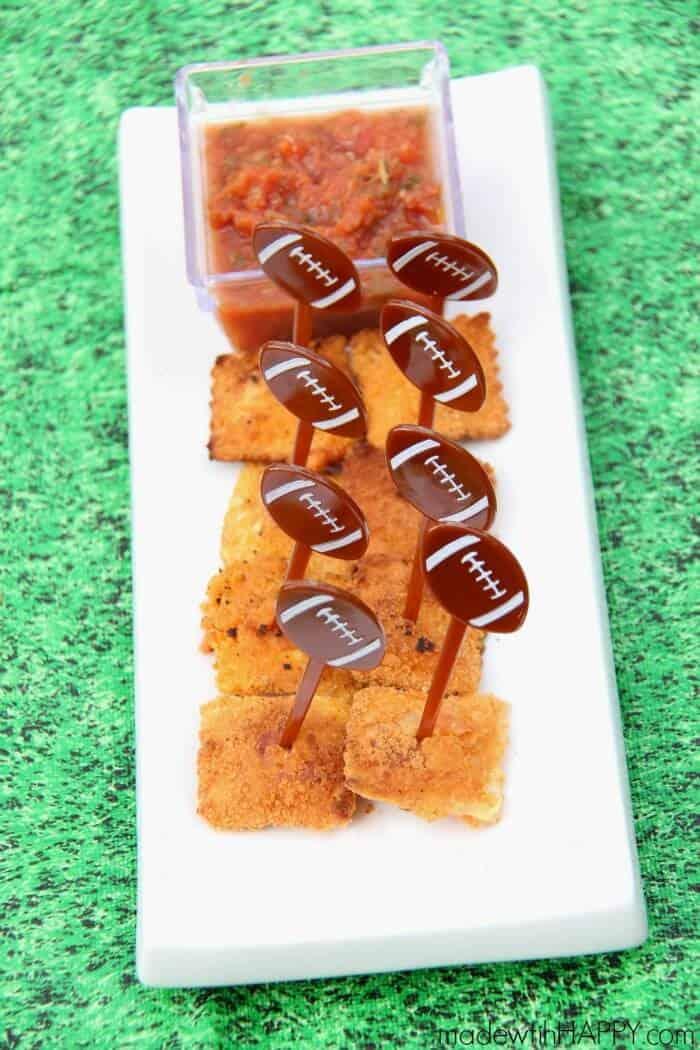 Cheddar Fried Ravioli | Game Day Appetizer | Kid friendly appetizers | www.madewithHAPPY.com