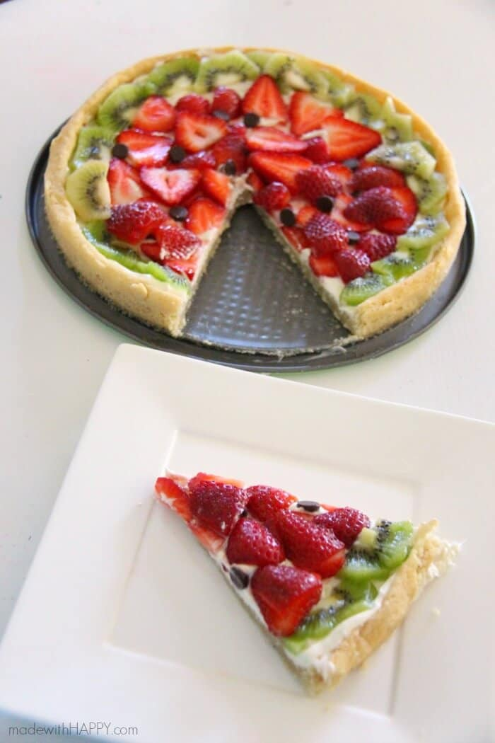 Fruit Pizzas | Watermelon Shaped Desserts | Summer Desserts | Cookie Pizzas | Watermelon Dessert | www.madewithhappy.com
