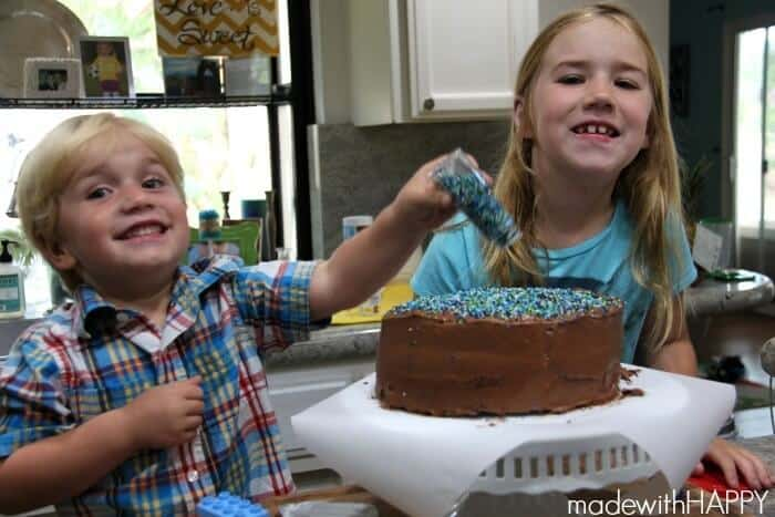 happy-kids-decorating-cake