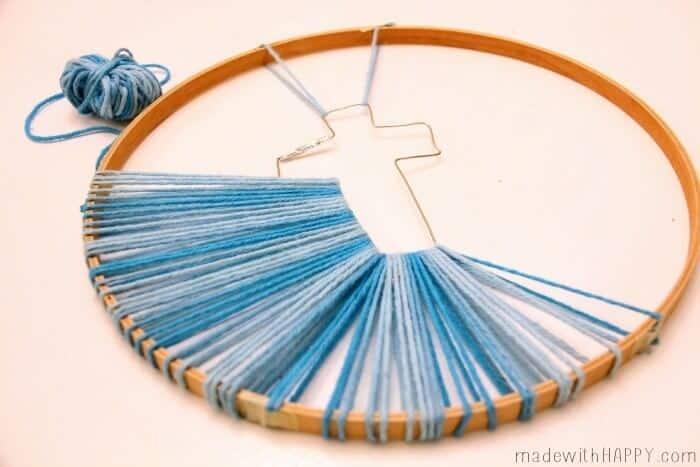Christian Cross Crafts | Kids Church Crafts | String Art Cross | Crochet Ring Cross | Easter Crafts | Kids Easter Crafts | Yarn Crafts | Ombre Christian Cross | www.madewithhappy.com