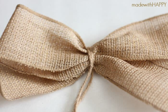 making-burlap-bows